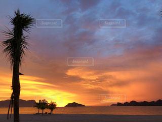 海に沈む夕日の写真・画像素材[1755030]