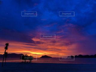 海に沈む夕日の写真・画像素材[1755031]