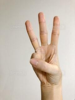 三本指のアップの写真・画像素材[1834218]