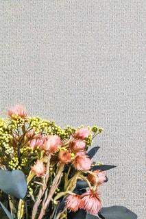 テーブルの上の花瓶の写真・画像素材[2317614]