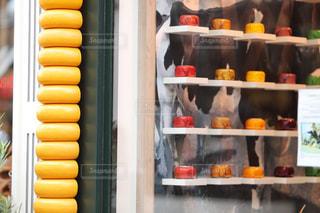 食べ物でいっぱいの冷蔵庫の写真・画像素材[2357641]