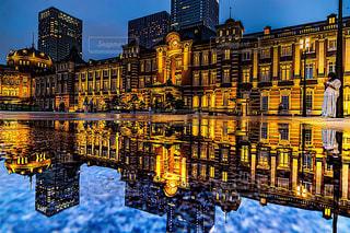 東京駅のリフレクションの写真・画像素材[2368969]