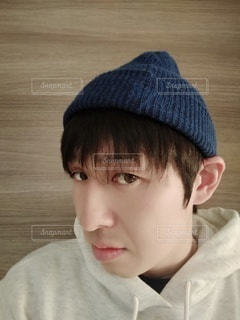 帽子をかぶった男のクローズアップの写真・画像素材[2717684]