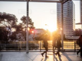 通りを歩く人々のグループの写真・画像素材[2879379]