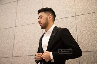 スーツとネクタイを着た男の写真・画像素材[3739282]