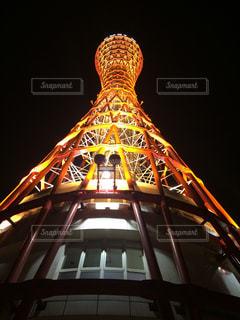 夜のポートタワーを見上げるの写真・画像素材[1833417]