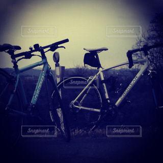 日没前に停まっている自転車の写真・画像素材[1760734]