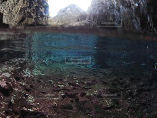 洞窟半水面の写真・画像素材[1761952]
