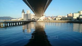 橋の下の海の写真・画像素材[1788447]