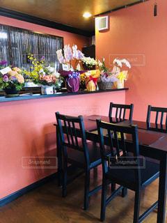 ダイニングルームのテーブルの写真・画像素材[2107389]