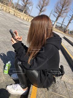 携帯電話で話している人の写真・画像素材[2974414]