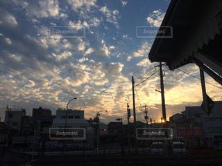とある駅の夕暮れの写真・画像素材[1764268]