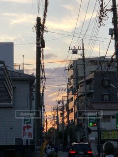 市街地の夕焼けの写真・画像素材[2498651]