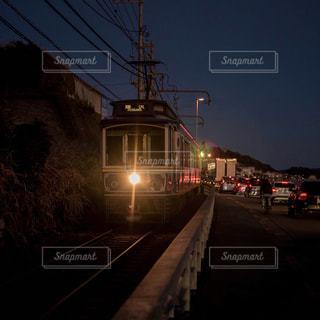 黄昏の江の電の写真・画像素材[2027950]
