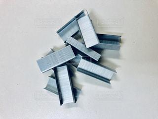 ホッチキスの芯、ホッチキスの針の写真・画像素材[1778370]