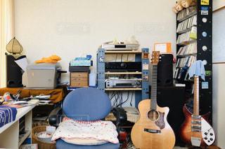 ギターのある部屋の写真・画像素材[3176215]