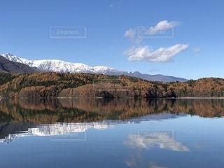 北アルプスと青木湖の写真・画像素材[2767427]