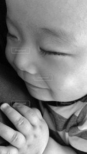 笑い寝顔まつ毛長い赤ちゃんの写真・画像素材[1770628]