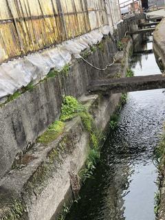 いくつかの水以上の長い橋の写真・画像素材[1804965]