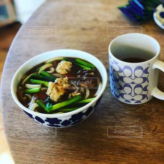 食品とコーヒーのカップのプレートの写真・画像素材[1768618]