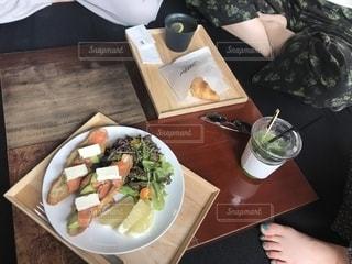 女友達とカフェで軽食の写真・画像素材[1769049]