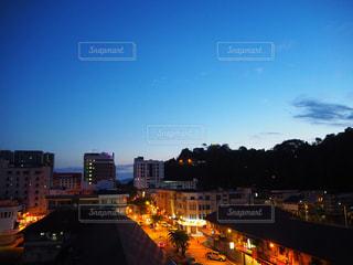 明け方の街の景色の写真・画像素材[2082243]