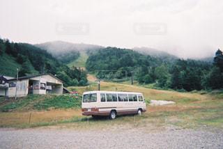 夏のスキー場と白いバスの写真・画像素材[1770331]