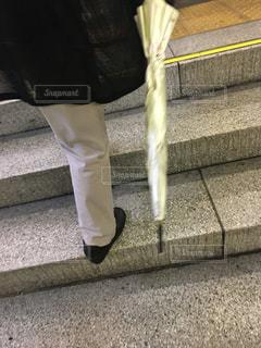駅の階段を登っている人の写真・画像素材[1772513]