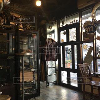 お洒落なカフェの店内の写真・画像素材[1774378]
