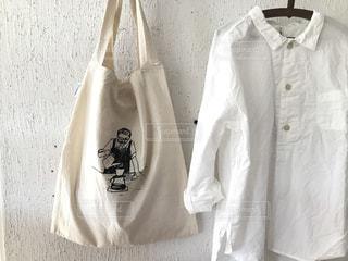 白いシャツを着た男 - No.854956