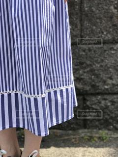 青いドレスの少女の写真・画像素材[1207943]