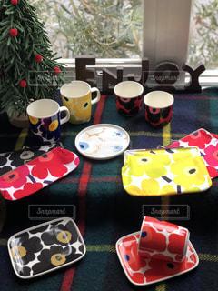 テーブルの上のコーヒー カップの写真・画像素材[1672089]