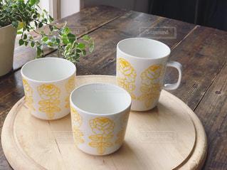 テーブルの上のコーヒー1杯の写真・画像素材[2182142]