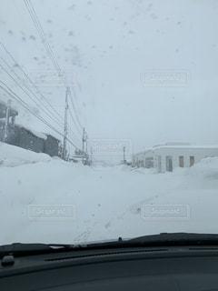 吹雪の中の運転の写真・画像素材[1782365]