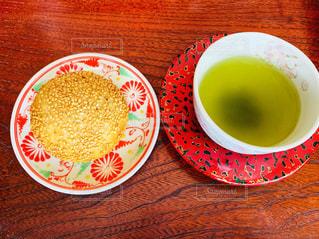 緑茶とアンドーナツの写真・画像素材[2105127]