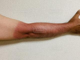 日焼けした男性の腕の写真・画像素材[2257971]