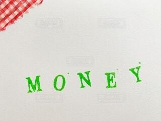 画用紙にMONEYの文字の写真・画像素材[4022387]