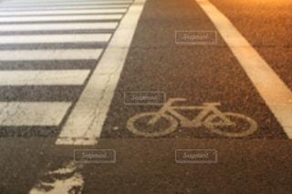 夜の横断歩道の写真・画像素材[1774038]