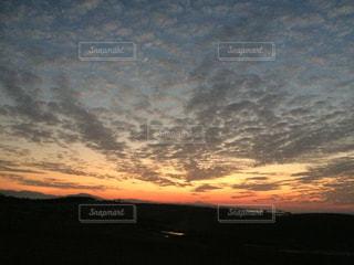 砂丘に沈む夕日の写真・画像素材[1773166]