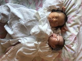ベッドで眠っている赤ちゃんの写真・画像素材[1776385]