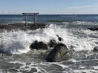 海と波と鳥居の写真・画像素材[1775713]