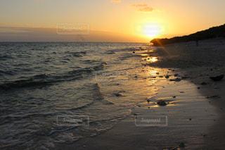 海に沈む夕日の写真・画像素材[1779642]