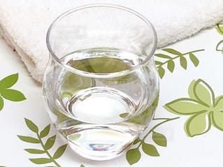 風邪予防や喉の痛みに塩水うがいの写真・画像素材[1777647]
