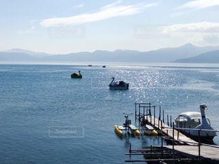 水面がキラキラ輝く支笏湖の写真・画像素材[1788287]