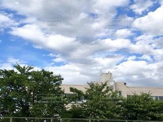 大空の下の校舎の写真・画像素材[2226513]