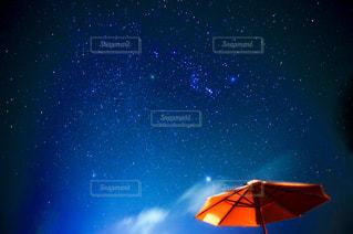 星空とパラソルの写真・画像素材[1776622]