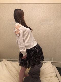 部屋に立っている女の子の写真・画像素材[1777931]