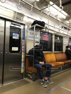 電車内で居眠りの写真・画像素材[1790636]