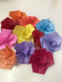 異なる色の折紙の薔薇  その二の写真・画像素材[2339740]
