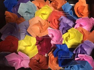 異なる色の折紙の薔薇  その一の写真・画像素材[2339741]